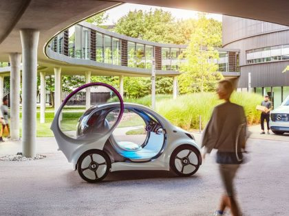 Mercedes-Benz launches a smart car integrating an OLED panel in the front