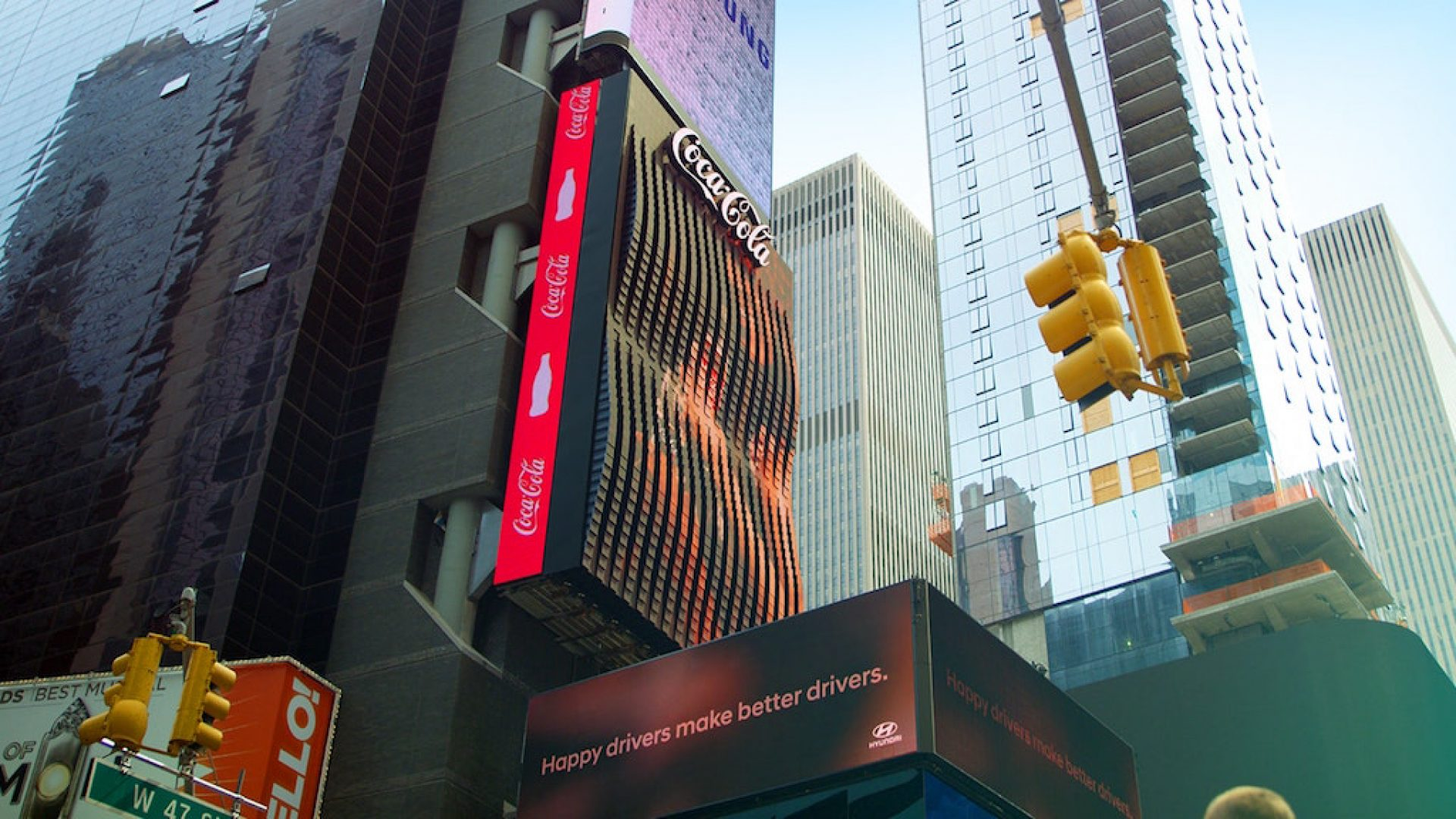 The world's first giant robotic LED 3D screen in New York by Coca-Cola